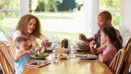 3 slechte eetgewoonten die kinderen van hun ouders kopiëren