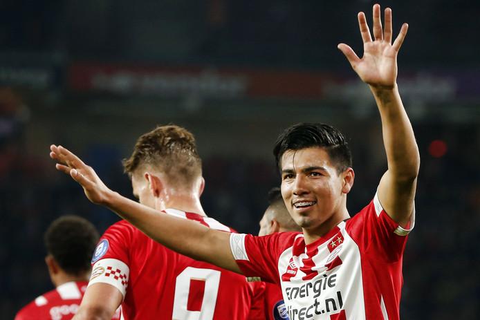 Érick Gutiérrez viert zijn goal tegen FC Emmen.