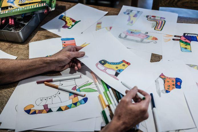 Zo'n 700 scholieren helpen Van der Geest met zijn kunstwerk.