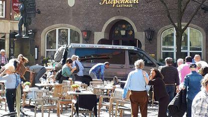 Man rijdt met bestelbus in op vol terras in Duitse Münster. Dit zijn alle feiten