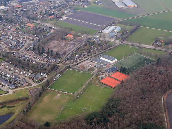 Sportpark De Klep in Middelbeers. Plan is om hier de twee locaties van de basisschool bijeen te brengen.
