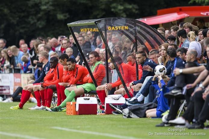 FC Twente was twee weken geleden ook al te gast bij DOS'37, toen voor een wedstrijd tegen een selectie van Twenterand. DOS heeft al jaren ervaring met oefenwedstrijden van profs.