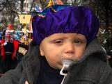 Baby Hazes ontmoet Sinterklaas en Nicolette gezoend door Pietjes
