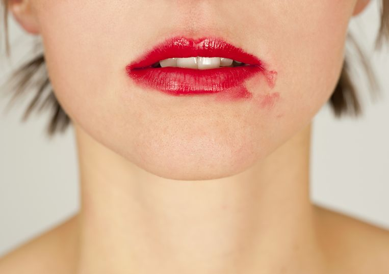 Geen grotere nachtmerrie dan aan de feesttafel zitten met uitgelopen lipstick. Beautyexperte Angelique Vandewinkel geeft tips.