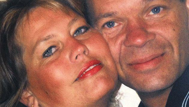 Corina en Peter Heath kwamen om het leven bij een verkeersongeluk, dat veroorzaakt werd door Davie B. Hun dochters overleefden de klap.