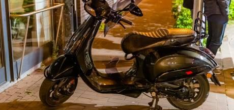 Gewonde scooterrijder achtergelaten door bestuurder die hem aanrijdt in Tilburg