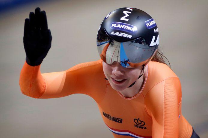 Laurine van Riessen in actie tijdens de WK baan in Apeldoorn.