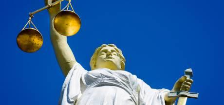 Ex-tbs'ers uit kliniek Almere vandaag voor de rechter om roofmoord