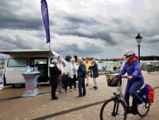 Gorcumse VVV brengt toeristische tips naar passagiers veer- en cruiseschepen toe