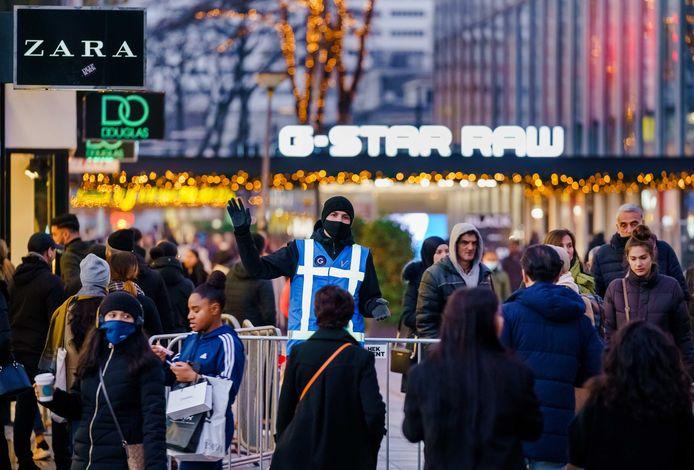 Winkels in het centrum van Rotterdam moeten de komende twee vrijdagen eerder dicht.
