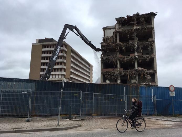 Sloop hoge gebouwen Isala-weezenlanden begonnen