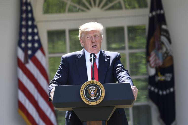 President Donald Trump kondigde zijn besluit aan in de Rozentuin van het Witte Huis. Beeld AFP