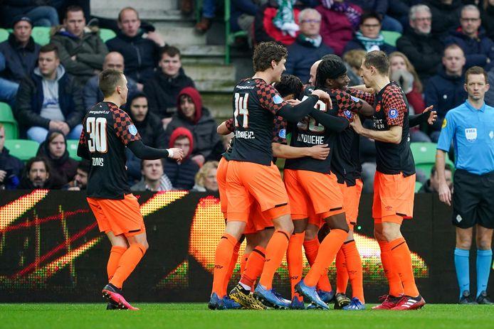 De spelers van PSV bij de laatste wedstrijd van de club in Groningen.