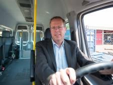 Tak schoolvervoer Van Der Laan maakt afgeslankte doorstart: bedrijf stoot regiotaxi af