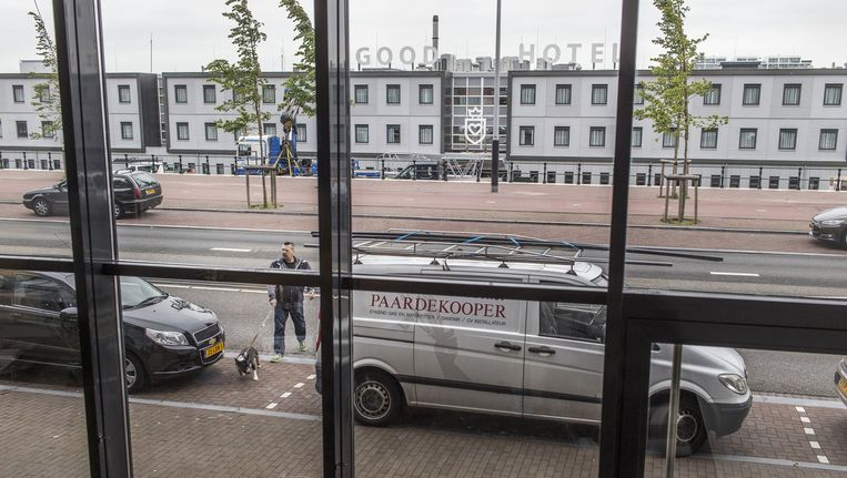 Tot voor kort keek dit raam uit op het IJ Beeld Marc Driessen