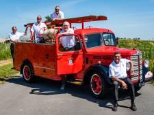 Brandweerwagen uit 1951 blinkt weer als een spiegel dankzij vijf vrienden: 'Met 75 loopt-ie op z'n lekkerst'