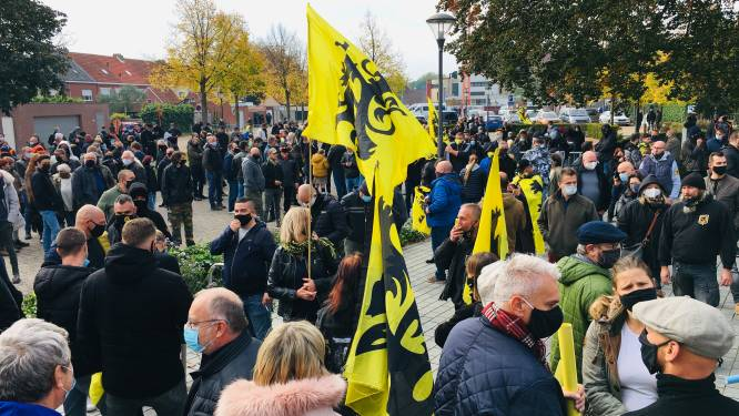"""'Verboden' protestmars in Puurs verloopt rustig: """"Wij nodigden extreme groepen niet uit"""""""