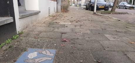 Mysterie opgelost: dit is waarom je overal van deze vrolijke tegels op straat tegenkomt