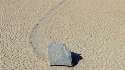 Mysterie opgelost: hoe de stenen in Death Valley kunnen wandelen