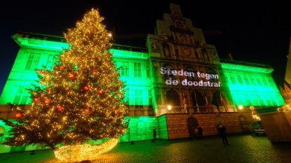 Stadhuis kleurt groen als protest tegen de doodstraf