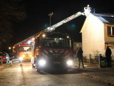 Schoorsteenbrand bij hoekwoning in Goor