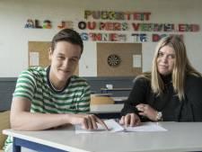 Leerlingen De Waerdenborch Goor duimen na examen natuur- en scheikunde: 'Was te doen'