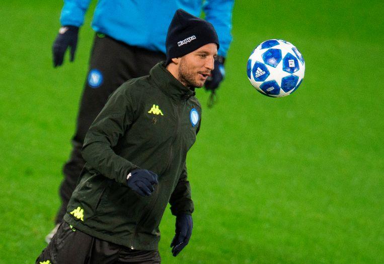 Mertens tijdens de training op Anfield.