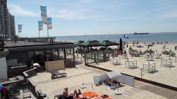 Pier 7 heeft zandterras uitgebreid om evenveel tafels als gewoonlijk neer te zetten.