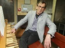 Stadsbeiaardier Henny Blom speelt verzoeknummers in de Grote Toren