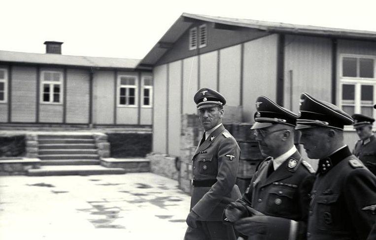 Ernst Kaltenbrunner (links) bij een bezoek aan een concentratiekamp met Himmler.