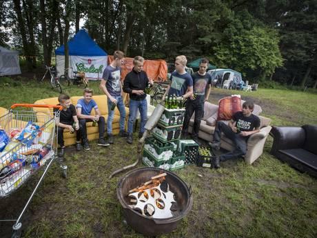 Gemeente spreekt kamperende jeugd in Tubbergen aan op overlast en drank