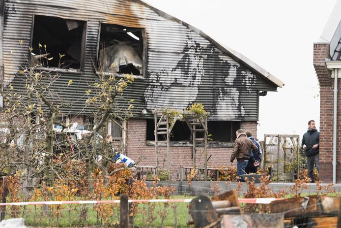 Gert S. werd zaterdag geboeid afgevoerd van de boerderij in Werkhoven, waar voor de vijfde keer in ruim een maand tijd brand woedde.