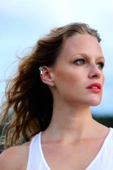 Ear cuff, le bijou d'oreille incontournable de cet été, sans passer par la case piercing