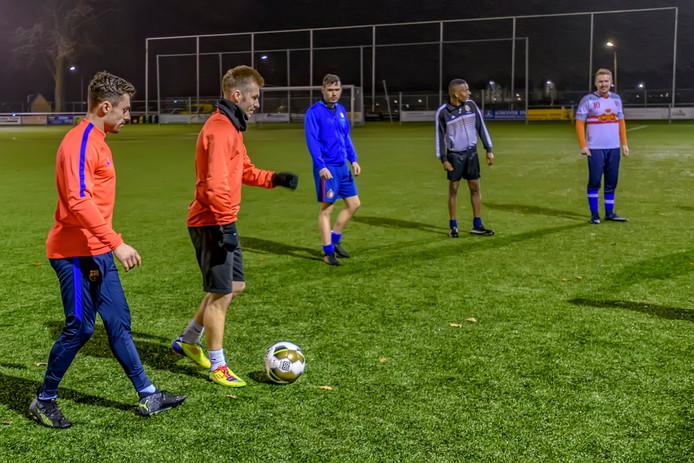 Het tweede zondagelftal van SC Welberg traint op donderdagavond op het sportpark van de club.