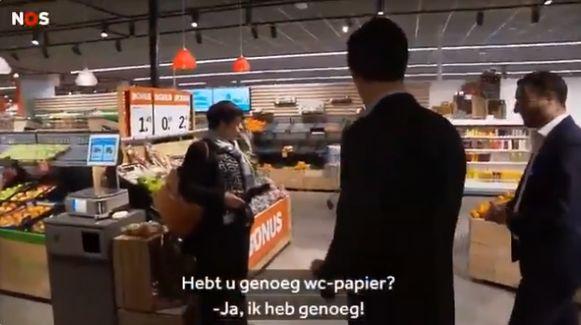 De Nederlandse premier bracht een geruststellende boodschap in een grote supermarkt in Den Haag.