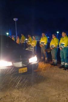 Ambulance-medewerkers brengen laatste groet aan overleden collega Robert (41) uit Enschede
