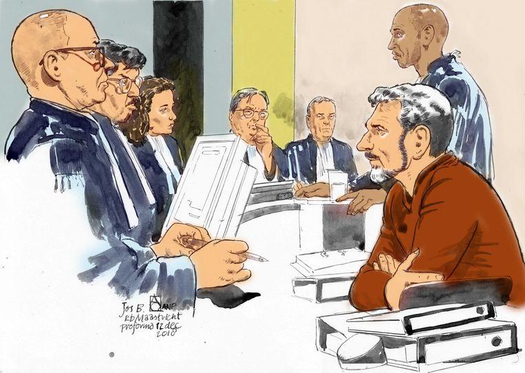 Verdachte Jos Brech en zijn advocaat Gerald Roethof tijdens een eerdere niet-inhoudelijk zitting in de rechtbank van Maastricht. (Archief)