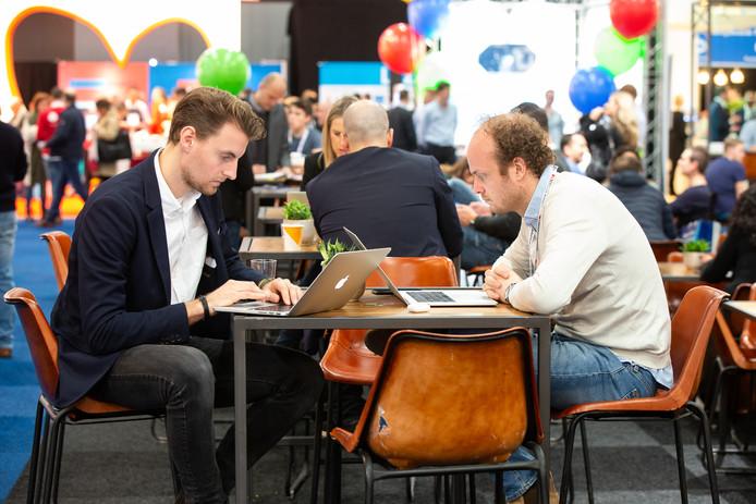 Aan het werk op de beurs Webwinkel vakdagen in de Jaarbeurs in Utrecht.