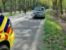 Auto rijdt achterop voorligger in Oisterwijker, twee mensen raken lichtgewond