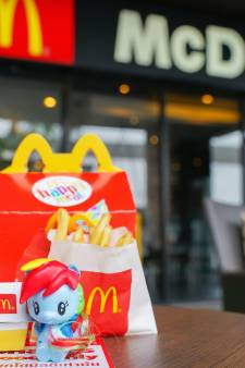 Kids kunnen kiezen: boekje of speeltje bij McDonald's Happy Meal