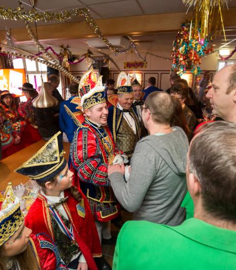 Loils carnaval in kerk en in Didam na brand bij partycentrum Lara