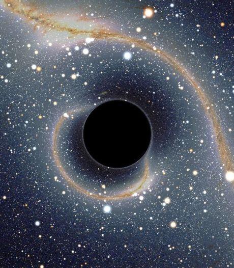 Images somptueuses: un trou noir avale une étoile