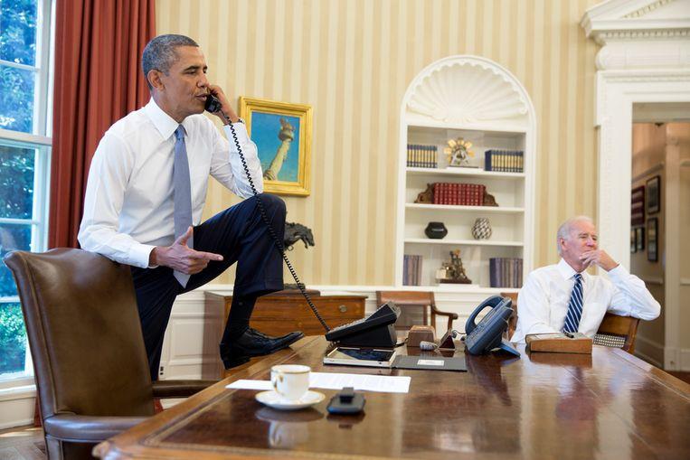 President Obama belt vanuit de Oval Office met John Boehner, de voorzitter van het Huis van Afgevaardigden. Rechts vicepresident Joe Biden. Beeld afp