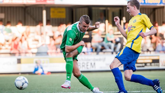 Jesper Drost mist hier een grote kans tegen Hatto Heim, maar zou wel twee keer scoren voor PEC Zwolle.