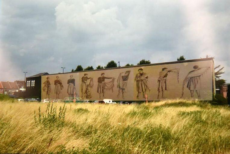Een van de nieuwe muurschilderingen verwijst naar de arbeidsmigratie vanuit Zuid-Spanje.