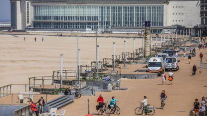 Voyeur filmt kinderen in zwemkledij op strand van Oostende: bij huiszoeking treffen speurders kinderspeelgoed, snoepgoed en fopspenen aan