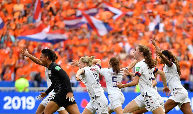 De Amerikanen vieren hun winst. Beeld AFP