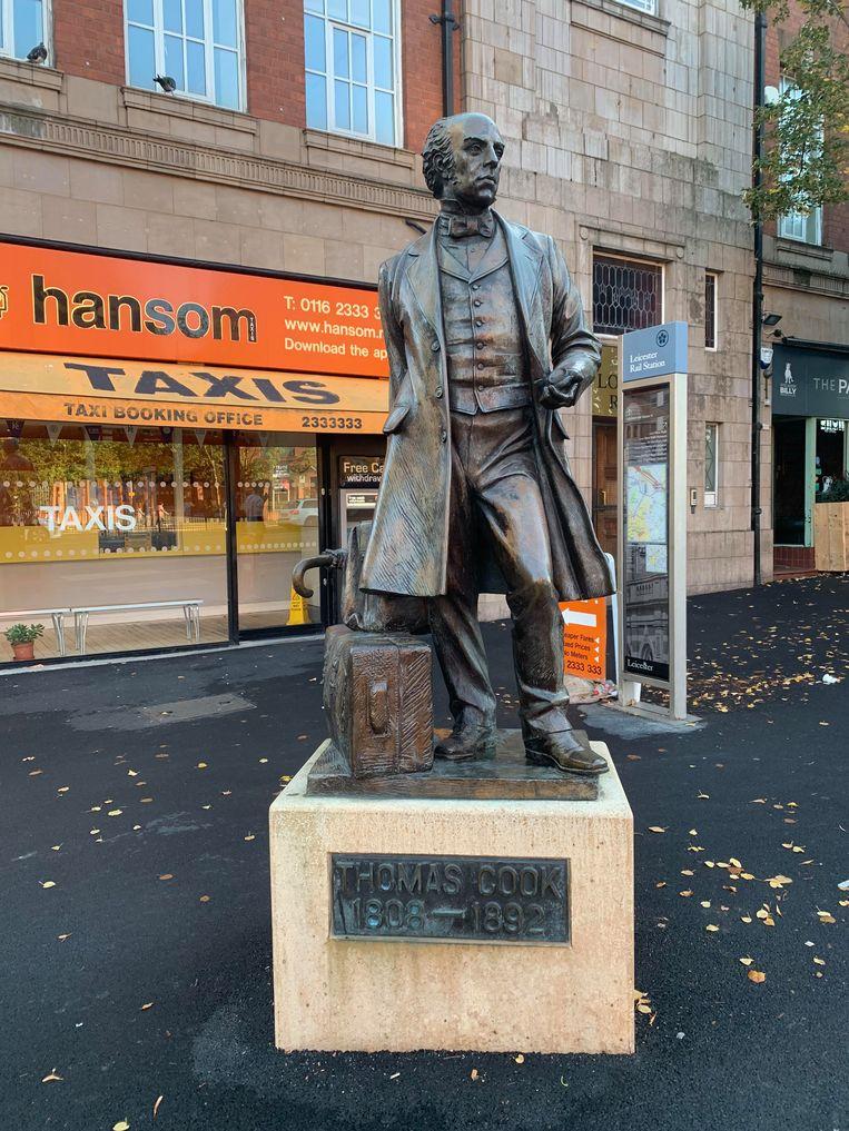 Aan het station van Leicester heeft Thomas Cook z'n eigen standbeeld. Dat werd in 1991 onthuld om de 150ste verjaardag van zijn allereerste excursie te vieren. 28 jaar later blijft er geen enkele reden tot feesten meer over. Alleen een bijzonder rijke geschiedenis, gedocumenteerd in talloze oude affiches en brochures.