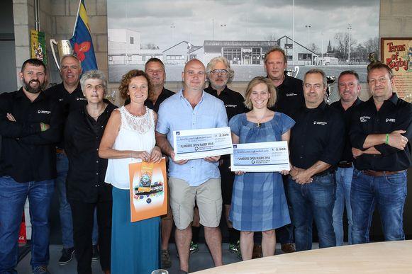 De Wereld van Indra en Lily Care kregen elk een cheque van 2.500 euro van DRC.