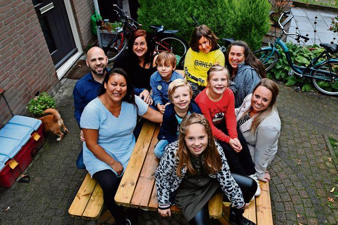 Een portretfoto tijdens Burendag, vorig jaar, in Etten-Leur. De afstand tussen mensen zal dit jaar iets groter moeten zijn vanwege corona.